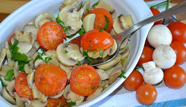 Salade de champignons et tomates cerises au thermomix plat et recette - Salade de tomates simple ...